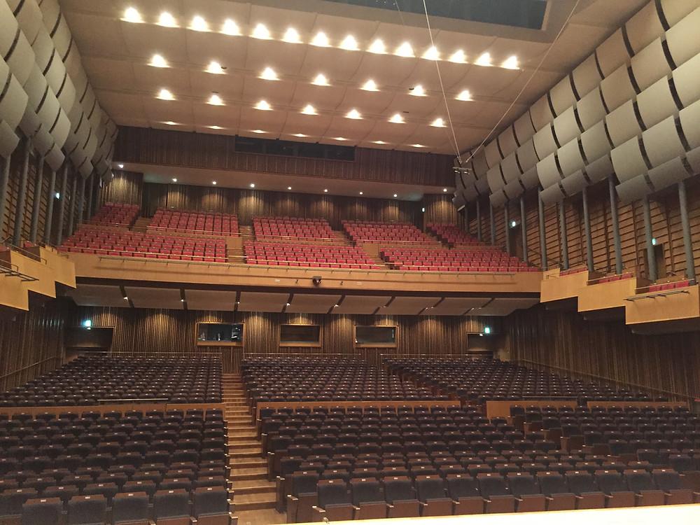 希望ホール大ホールの舞台より。