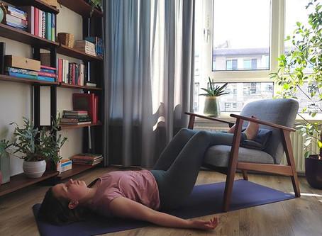 Restorative Yoga @ Home - Savasana variatie bij rugklachten