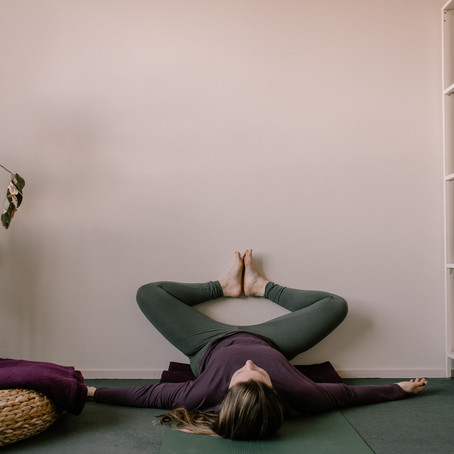 Restorative Yoga @ Home - Legs up the wall variatie