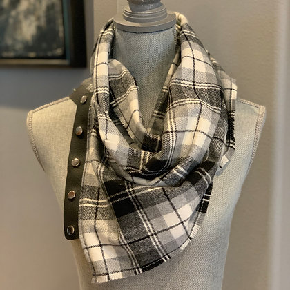Black, Gray, White Plaid Snappie Scarf
