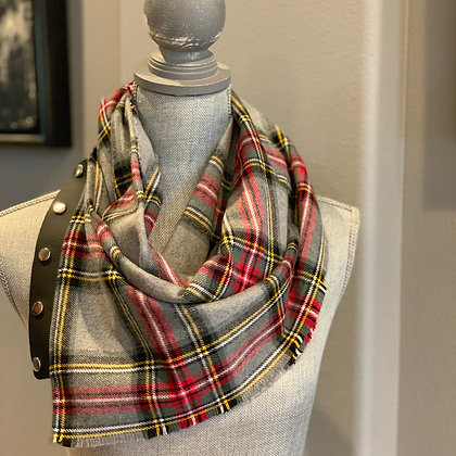 Gray Classic Plaid Snappie Scarf