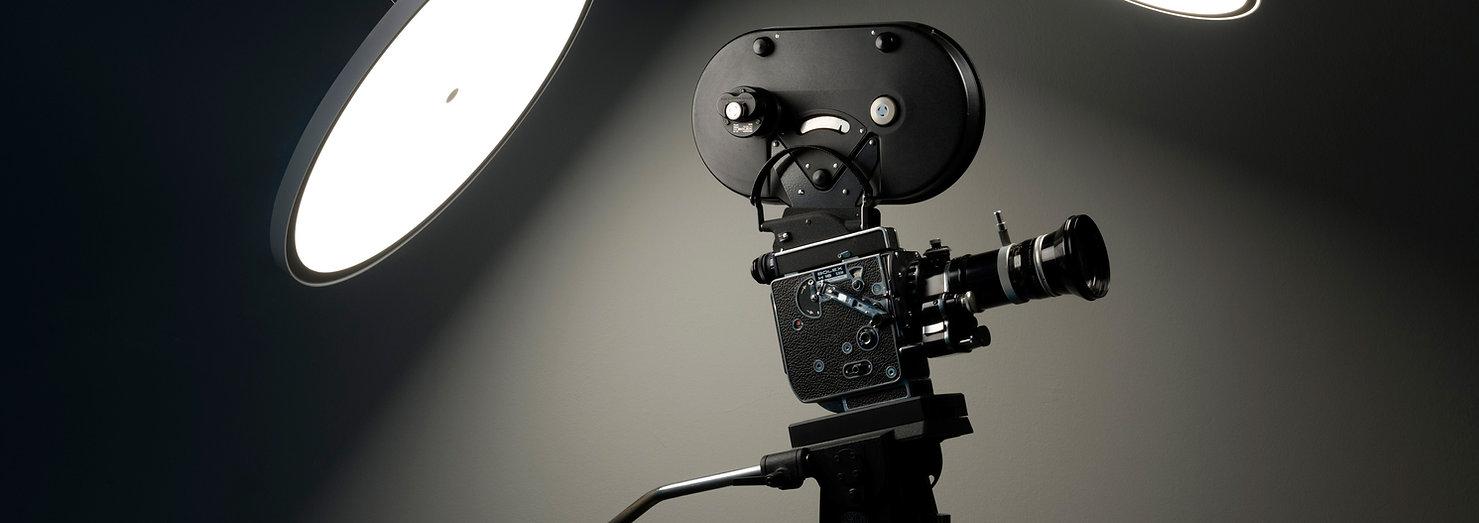 Cinepresa antica di Bruno Munari con lampade a LED di design LineaLight