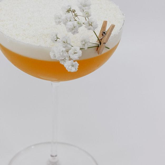 Passionfruit & White Chocolate Martini / Vanilla Vodka, Passionfruit, White Chocolate Liqueur, Whites