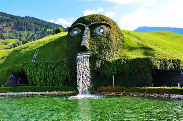 Musée Swarovski   L'homme fontaine