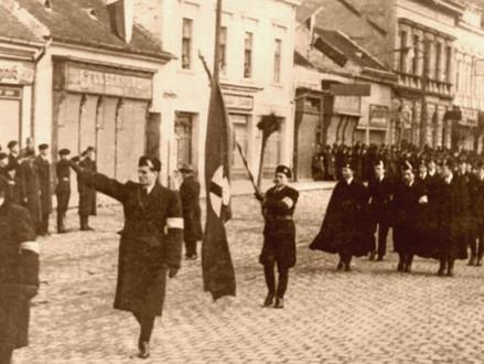 Holokaust sa na Slovensku začal nenávisťou a huckaním davu na spoluobčanov. Vina padá na Tisa
