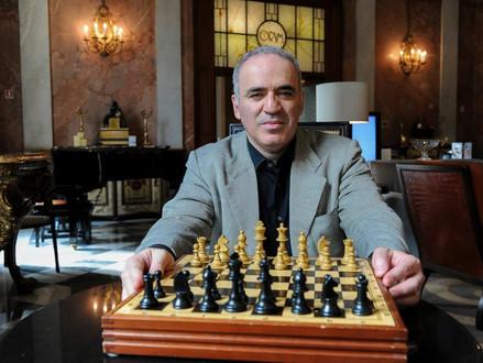 Garry Kasparov: Keď ľudia okúsia slobodu, nechcú socializmus. Desí ma, čo robí Putin s Ruskom