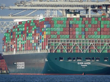 Massive ship blocks the Suez Canal