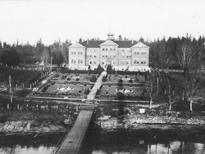 160 unmarked graves found at Residential School in BC