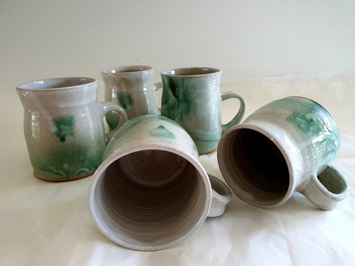 white and green cups
