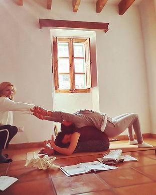 Formación de yoga vinyasa flow y coaching para profesores de yoga