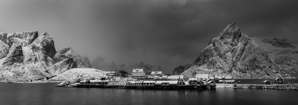 Vinterstorm over Sakrisøy