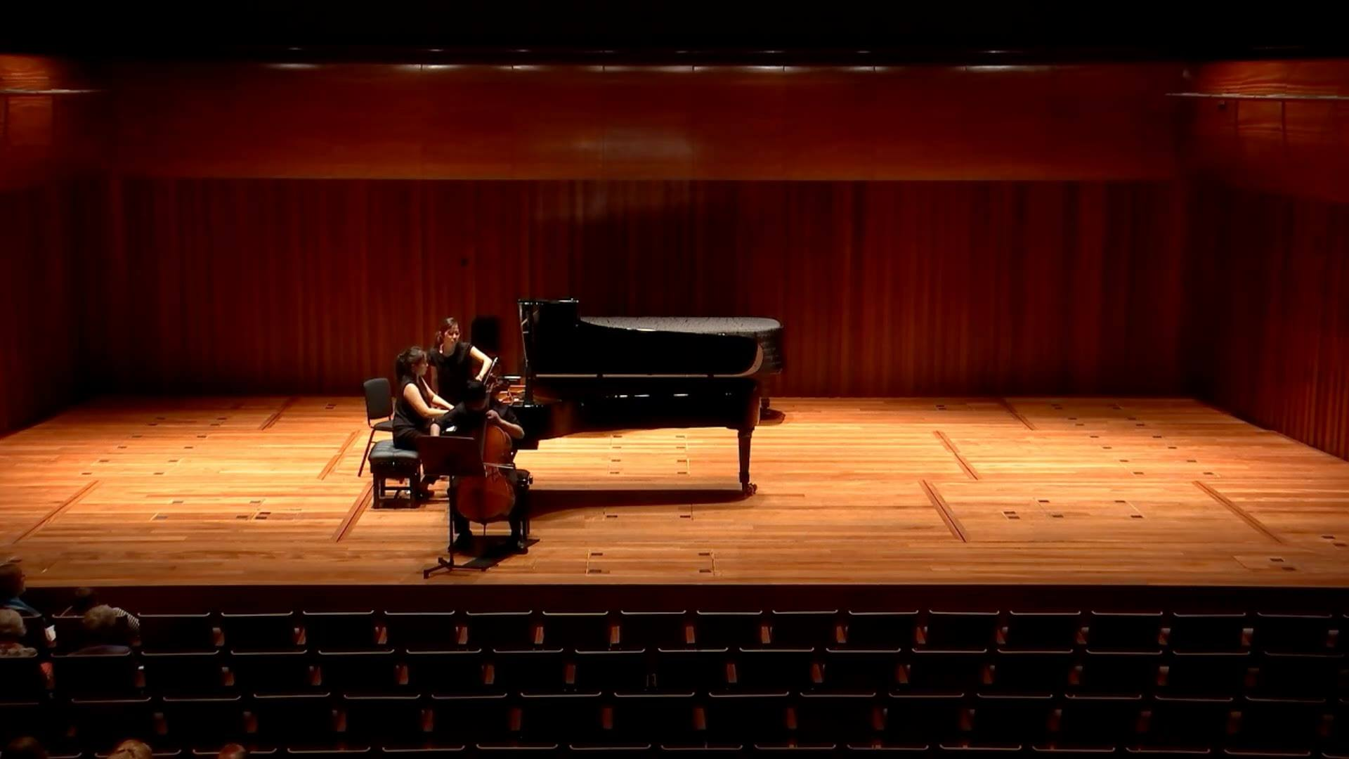 {Old Recording 重溫} Phoebe's recital in 2017. Faure's Elegie excerpt, Milton Court Concert Hall, Barbican, London. Piano: Phoebe Yu Cello: Kai-Hei Chor, Cellist Bow: WaiSing Cheung's amazing masterpiece @Violin Brothers!  (Don't ask me about the cello
