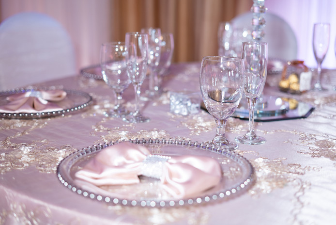 Glass Charger Plates with Satin Napkin