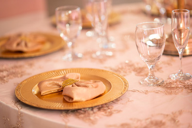 Gold Charger Plate, Champagne Satin Napkin