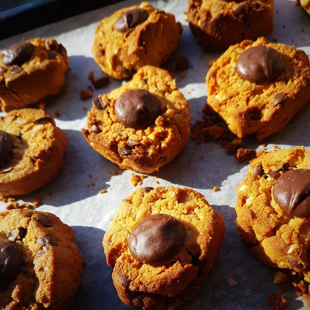 vegan choc chip cookies recipe vegan baking vegan recipes vegetarian recipes wellness fitness mummy blogger auckland wellfitmum Katy Thomas