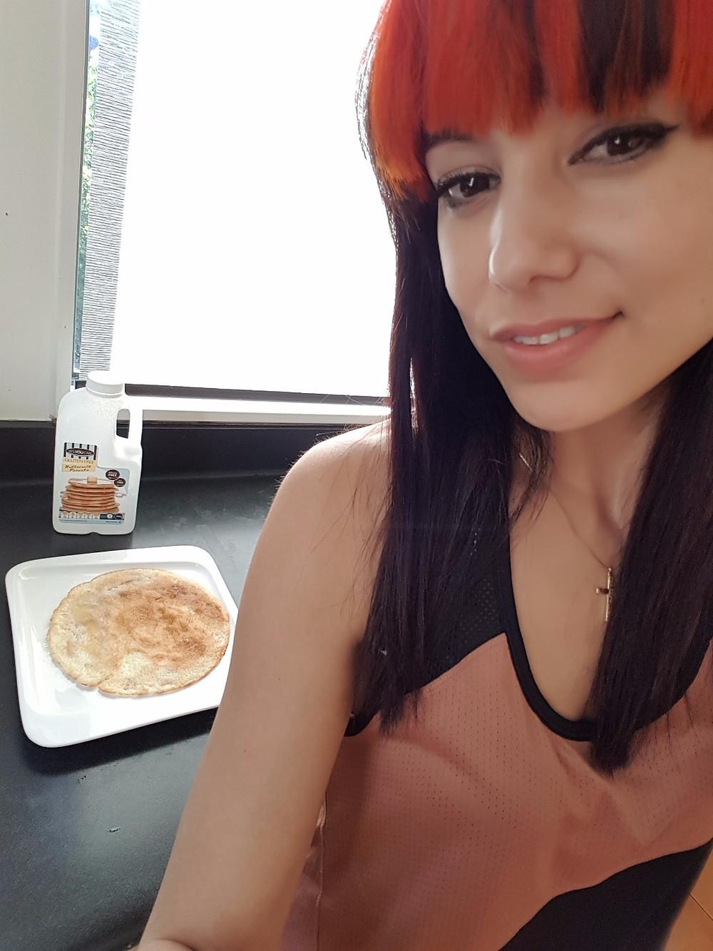 wellness mummy blogger binge eating weekend overeating diet fitness gluten free pancakes