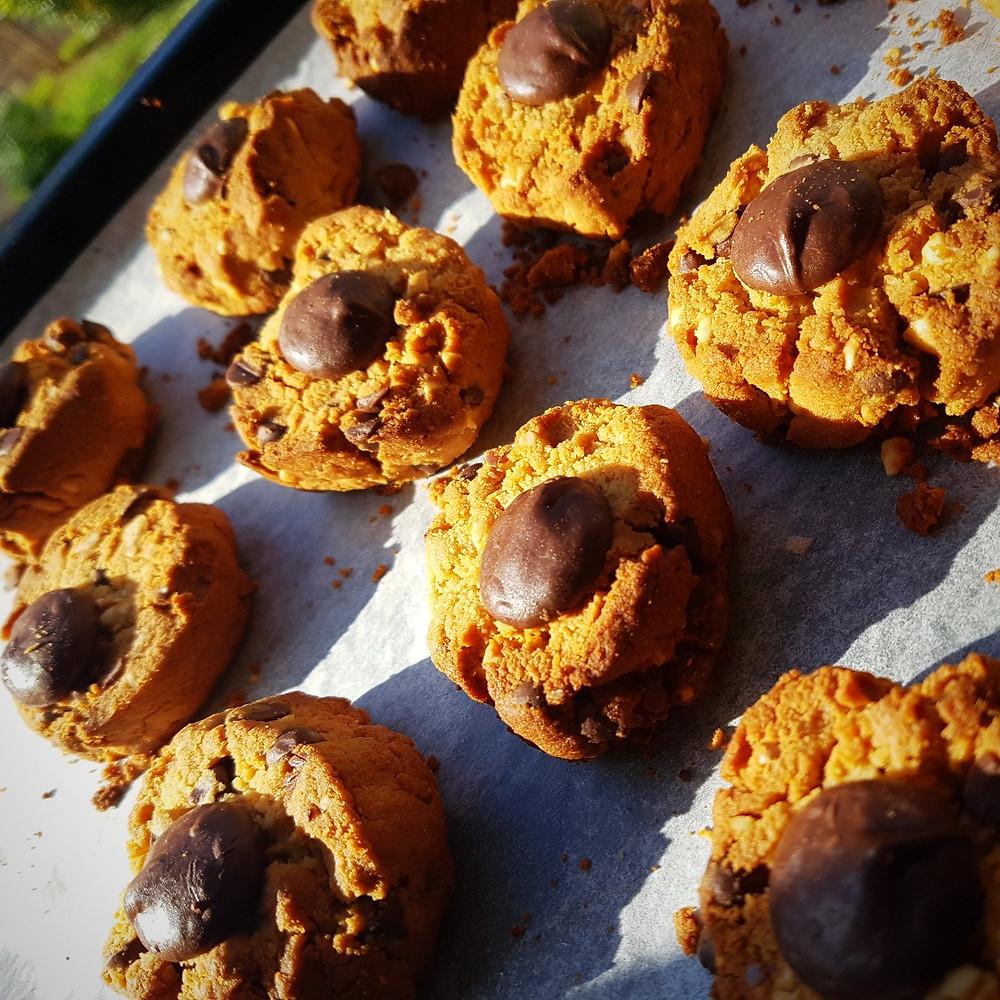 vegan chocolate chip cookie recipes vegan cookies recipe vegan baking vegan biscuits healthy food recipes wellness fitness mum blog Katy Thomas wellfitmum