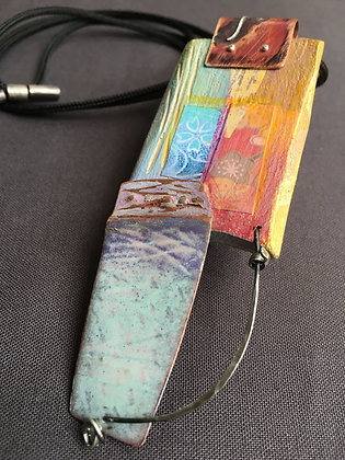 Reversible, adjustable pendant on cord