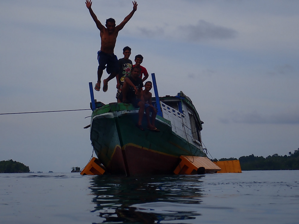 bomba local boat