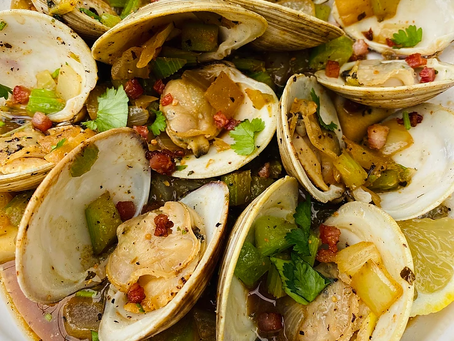 Steamed Clams with Creamy Pancetta Sauce