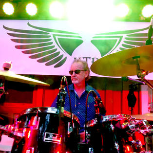 El Drummer Tres