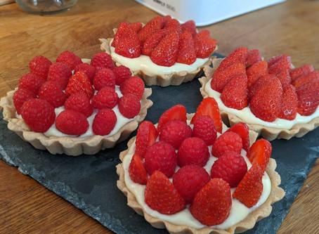 Tartelettes aux fraises et aux framboises et crème pâtissière légère