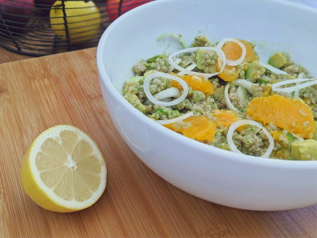 Salade quinoa, avocat, orange, et oignons nouveaux