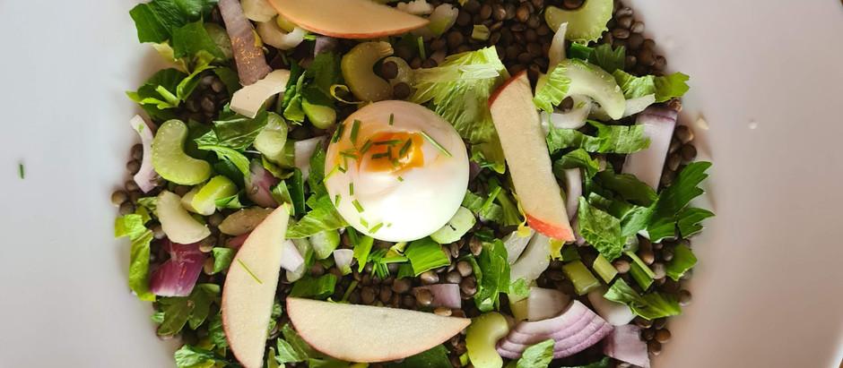 Salade de lentilles, céleri branche, oignon rouge et pomme