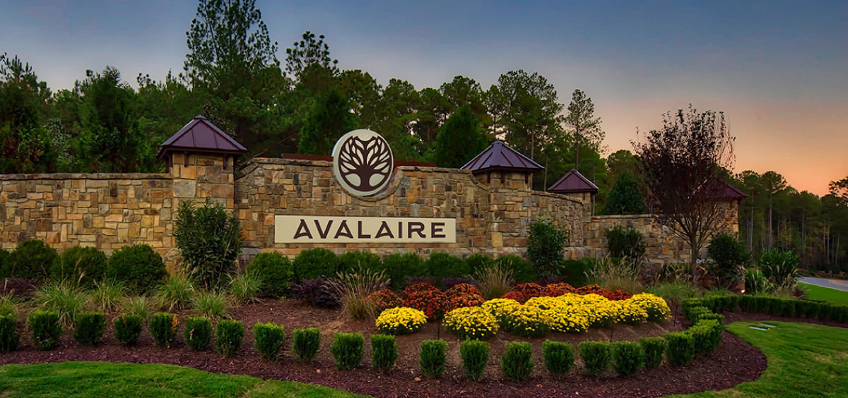 Avalaire Entrance Sign