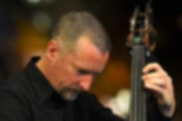 Dominik Schürmann, Doublebass, Bass, Kontabass, slendro, sléndro