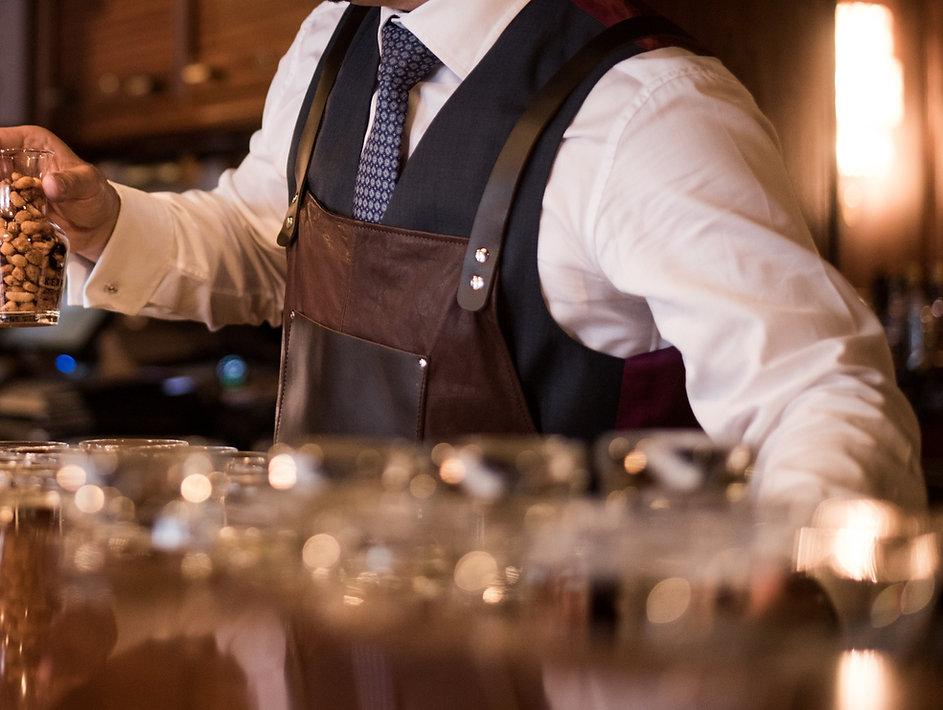 Lederschürze bar detail