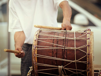 drumcircle facilitator man playing african drum in a drumcircle