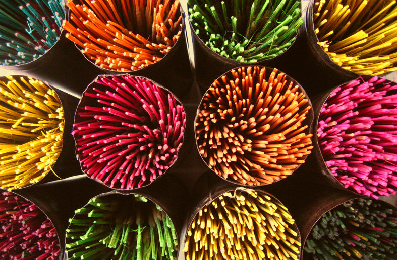 Incense_sticks_in_bangalore.jpg