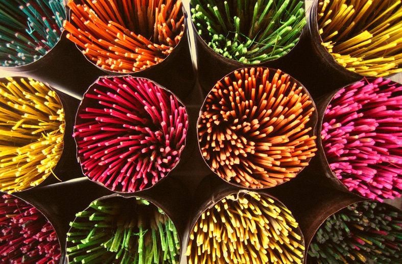 Incense_sticks_in_bangalore.jpg