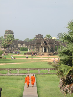 Budistas en el templo
