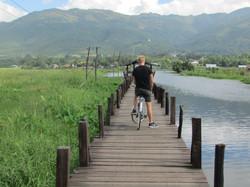 Paseo en bici por el lago