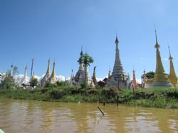 Templos en Inle Lake, Myanmar