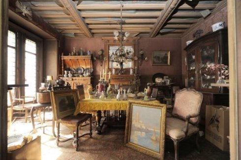 estate-sale-furniture.jpg