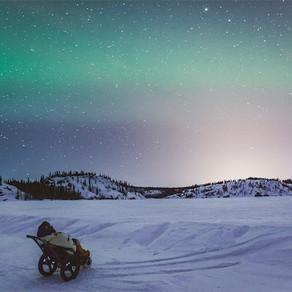 カナダ : イエローナイフ〜オーロラをHIPPOcampeで