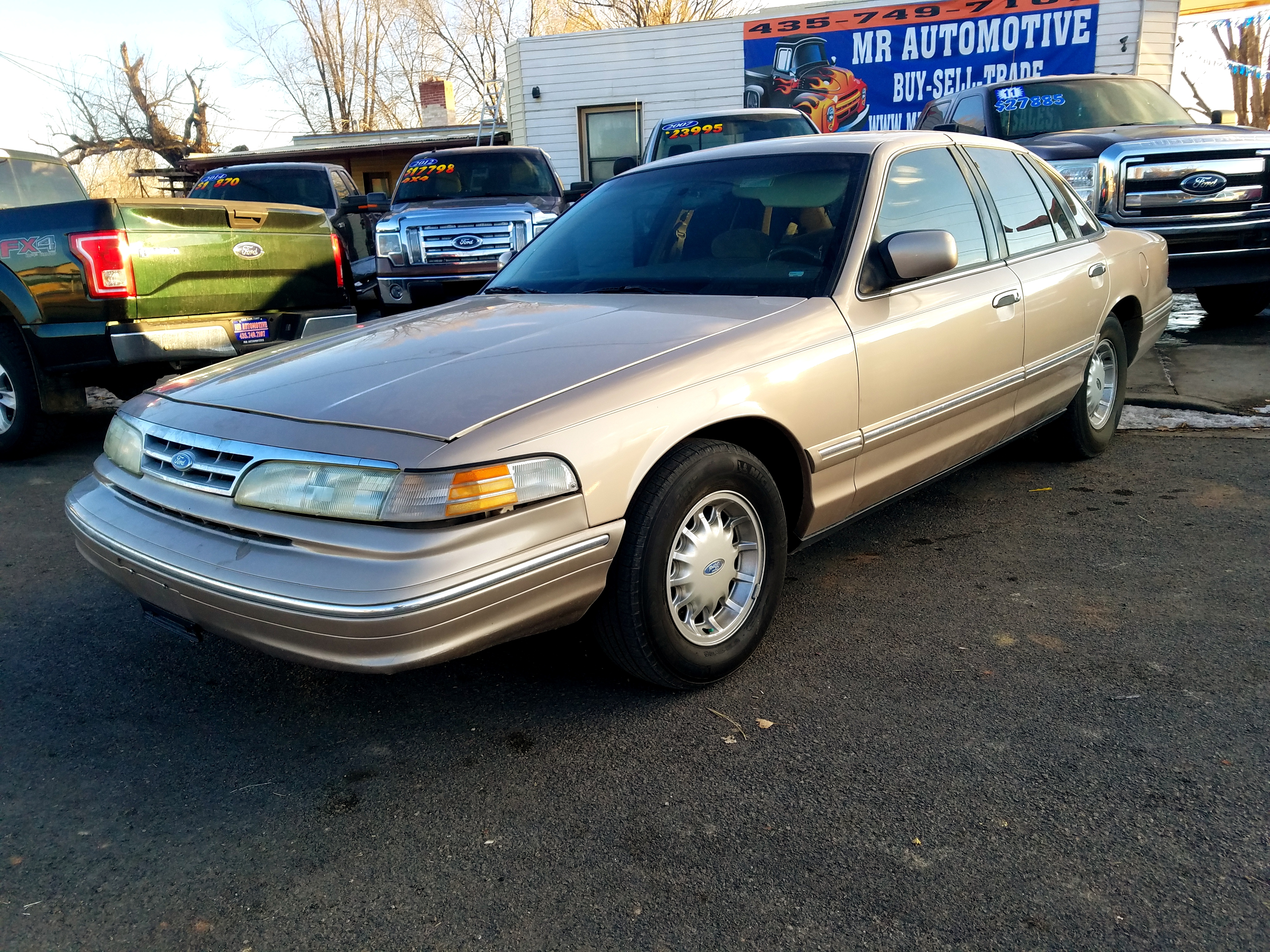 1997 FORD CROWN VICTORIA $3,000
