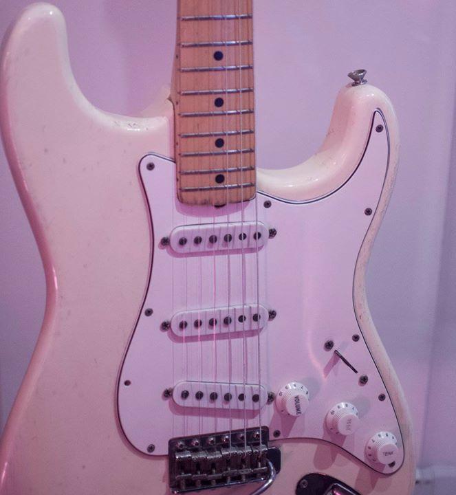 A Stratocaster branca do Jimi Hendrix.