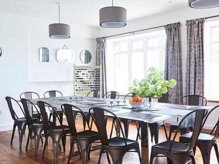 Bright modern dinig room