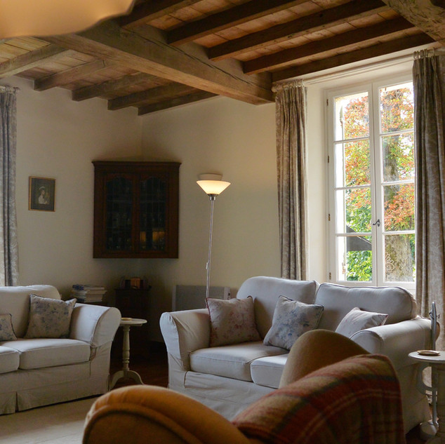 Family Drawing Room - Maison Beaumié