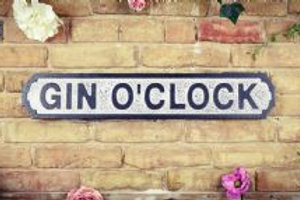 Gin o'clock sign