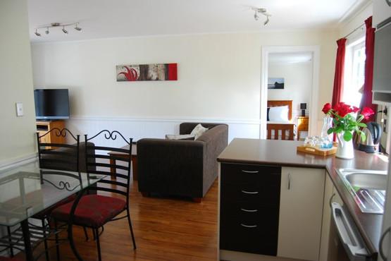 Lichfields Cottage - Open Plan Kitchen a