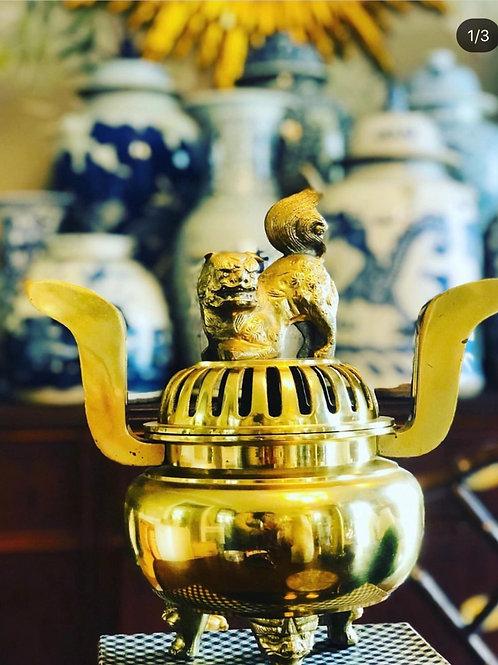 Foo dog incense holder