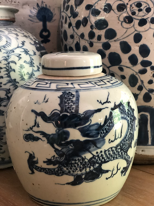 Small dragon jar