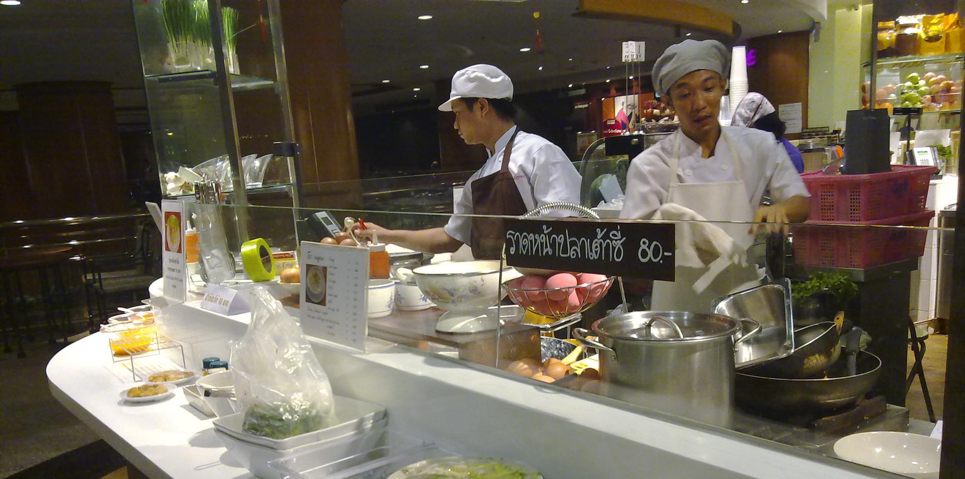 Bumrungrad Hospital - Food Experience.jp