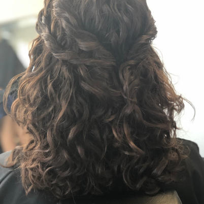 natural curls for this cool bride