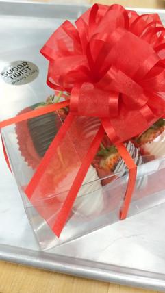 Chocolate Dipped Strawberries (half dozen) Gift Box